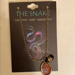 NWT NEcKLACE FROM HOT-TOPIC.    🙂THE SNAKE *